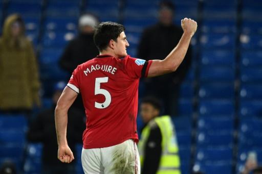Manchester United derrota 2-0 al Chelsea y abre la lucha por la 'Champions'