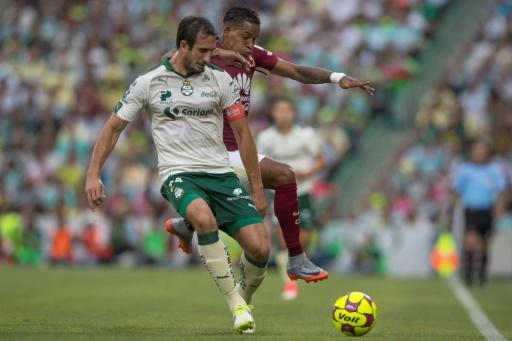 Santos vence con dramatismo 2-1 al América en el fútbol mexicano