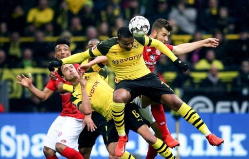 Dortmund se impone 2-1 al Maguncia y mete presión al Bayern