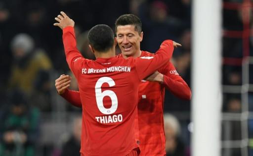 Bayern Múnich se da un festín ante Schalke y pisa los talones del Leipzig